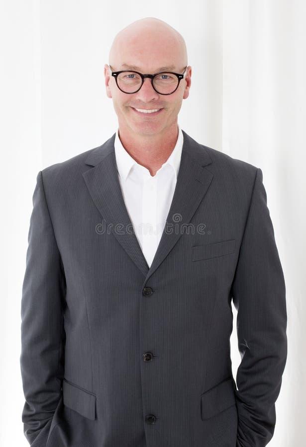Homme dans un costume images stock