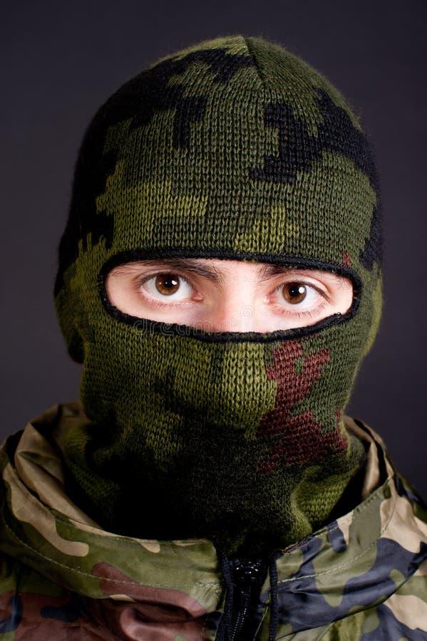 Homme dans un masque images stock