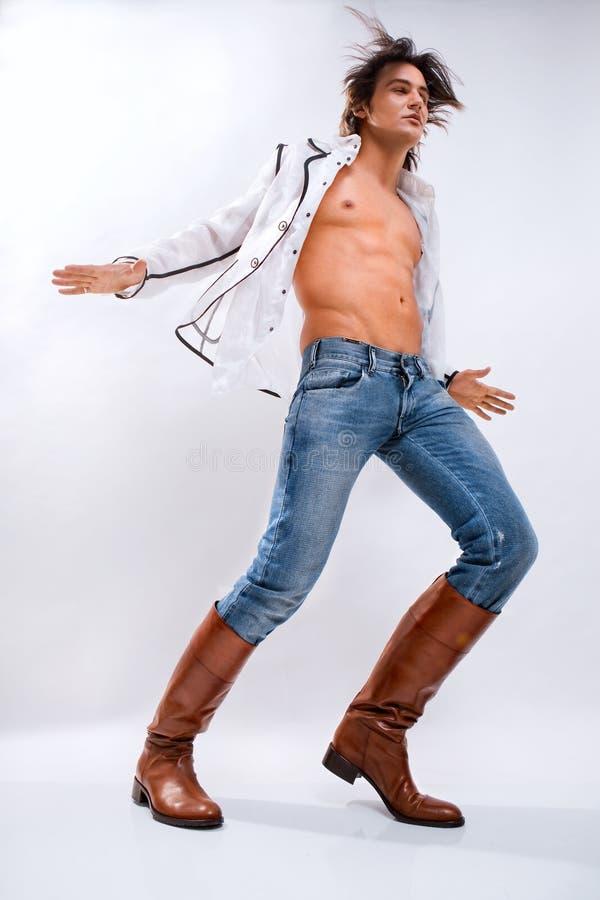Homme dans une chemise blanche photo libre de droits
