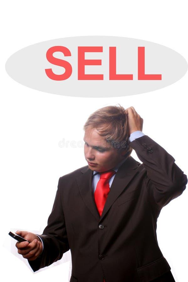 homme de bussiness plus de ventes pensant des jeunes photo libre de droits