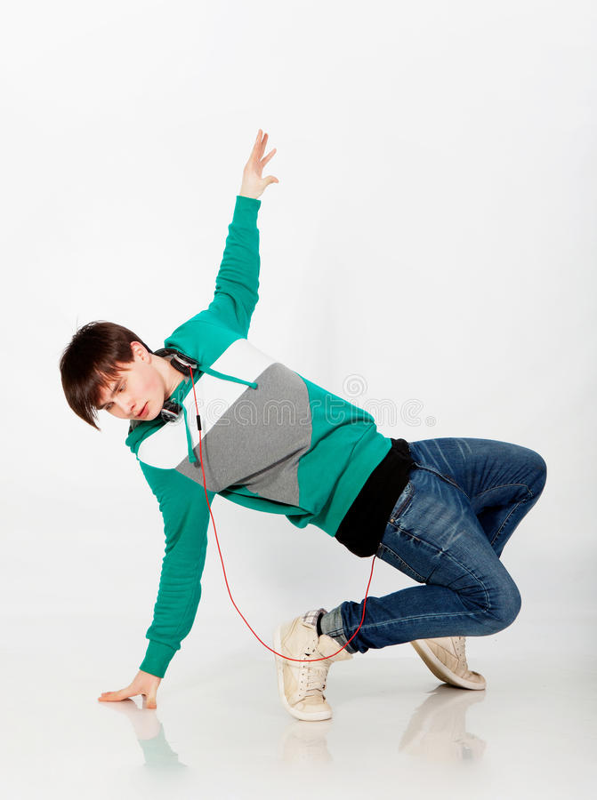 Homme de danse dans le studio image stock