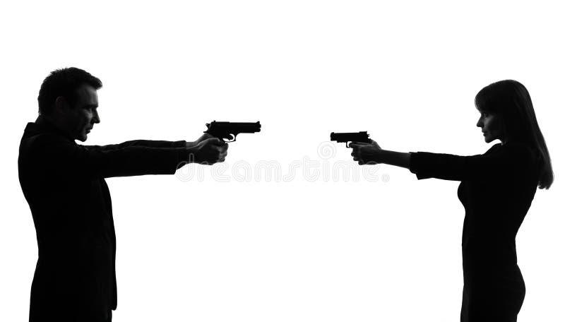 Homme de femme de couples en silhouette de duel image stock