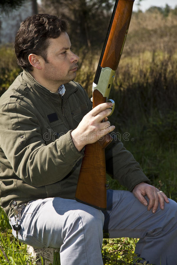 Homme de fusil de chasse images stock