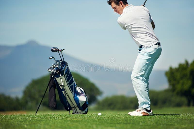 Homme de golf de tir d'approche images stock