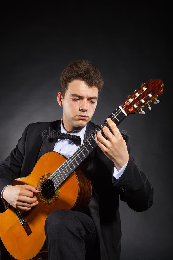 Homme de guitare photos stock