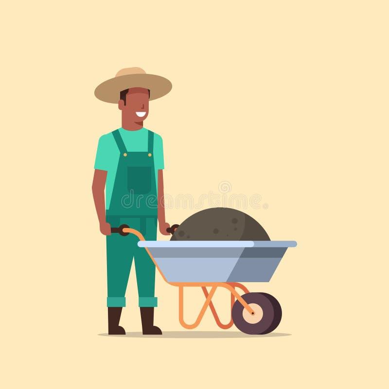 Homme de jardinier poussant la brouette complètement de l'agriculteur masculin d'afro-américain de compost de la terre travaill illustration de vecteur