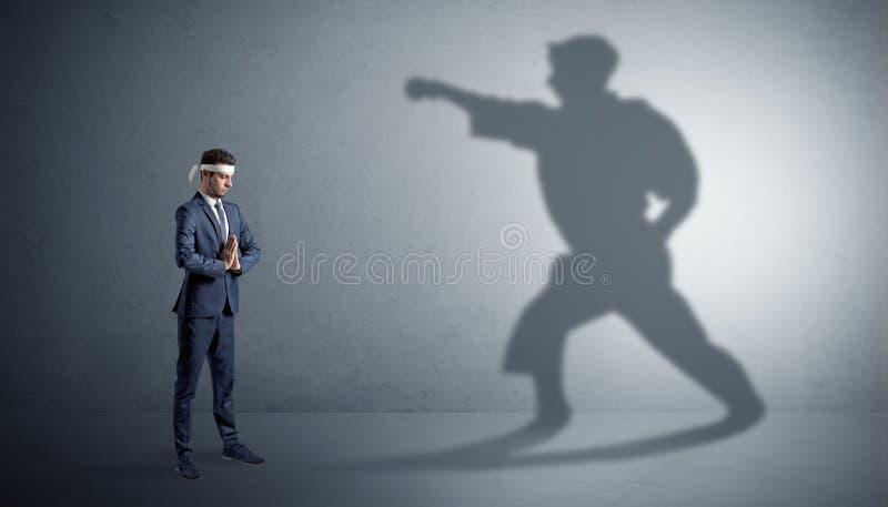 Homme de karat? confrontant avec sa propre ombre illustration de vecteur