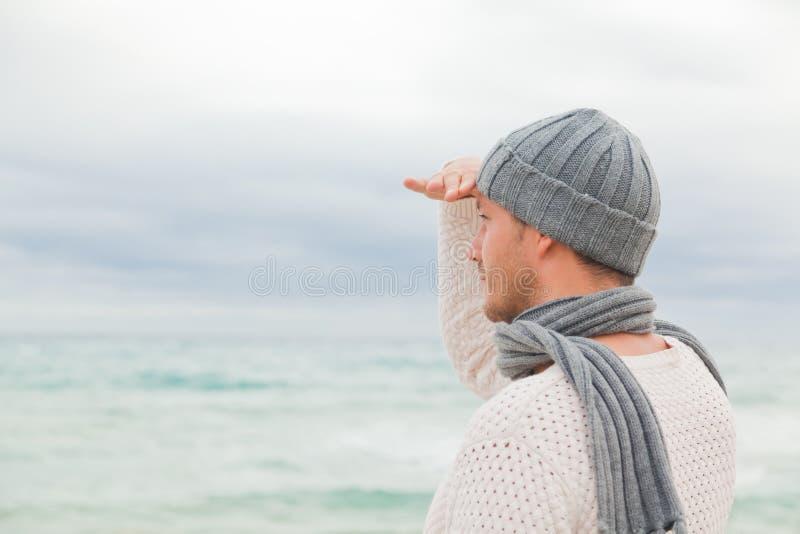 Homme de l'hiver d'automne photos libres de droits