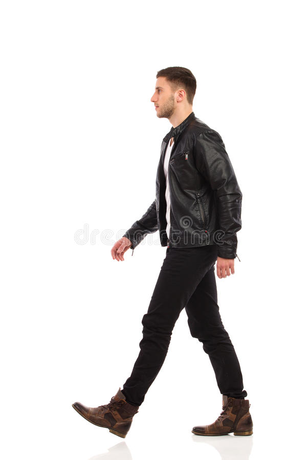 Homme de marche de roche. photos stock