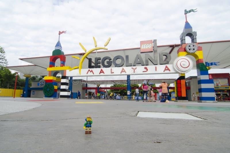 Homme de minifigure de Lego en entrée avant de Legoland Malaisie photos libres de droits