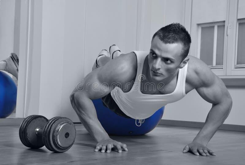 Homme de muscle photographie stock libre de droits
