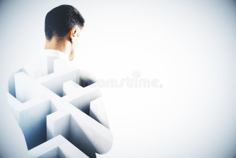 Homme de pensée avec le labyrinthe image stock