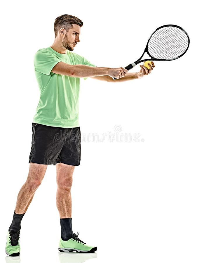 Homme de portion de service de joueur de tennis d'isolement photos stock