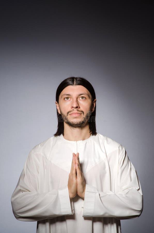 Homme de prêtre dans religieux images libres de droits