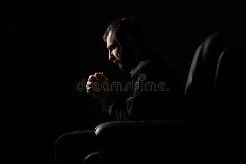 Homme de prière images libres de droits