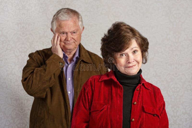 Homme de rougissement avec la femme photo libre de droits