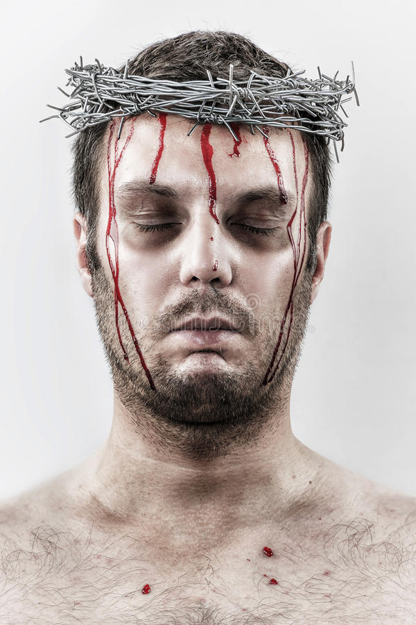 Homme de saignement avec la couronne du barbelé images libres de droits