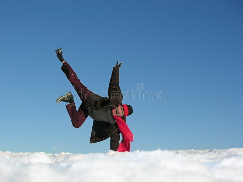 Homme de saut d'amusement. l'hiver. photos stock