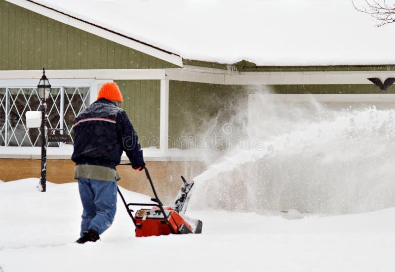 Homme de souffleuse de neige images libres de droits