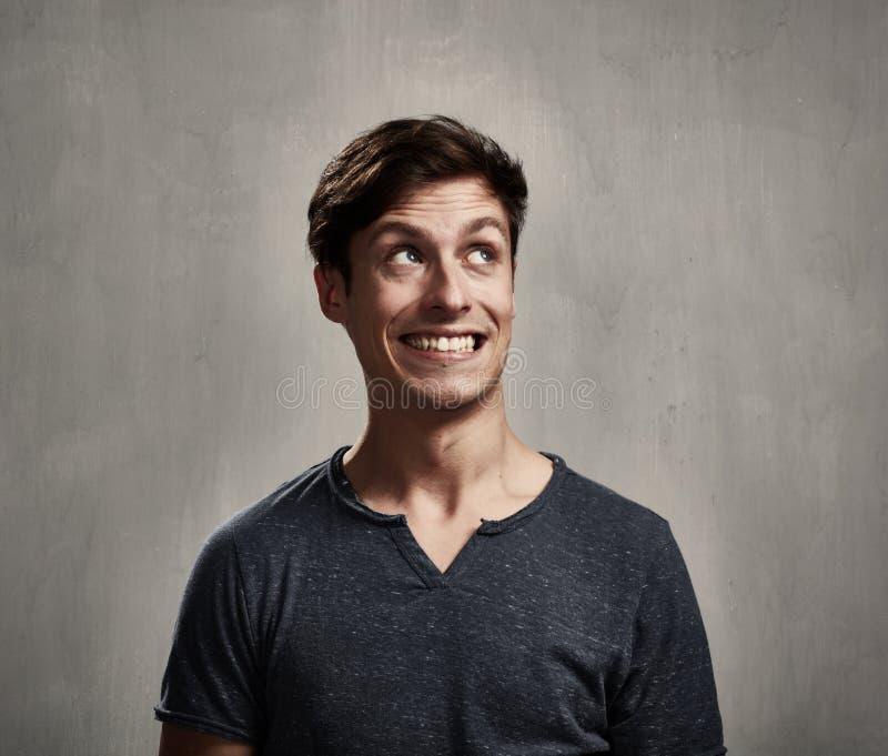 Homme de sourire photographie stock