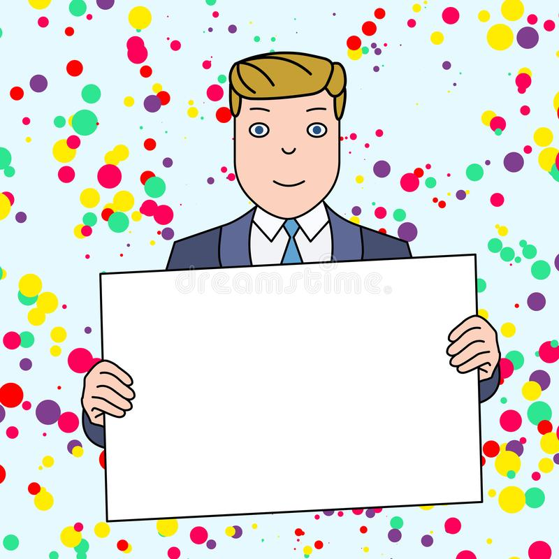 Homme de sourire dans le costume formel tenant le grand panneau vide d'affiche devant lui-m?me avec les deux mains L'espace cr?at illustration libre de droits
