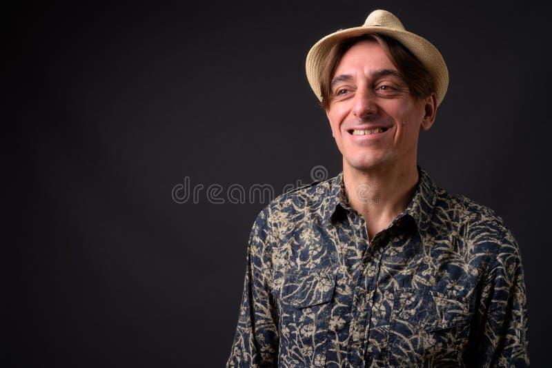 Homme de touristes italien bel mûr souriant et riant image libre de droits
