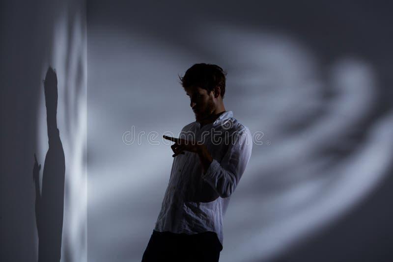 Homme dirigeant son ombre photo libre de droits