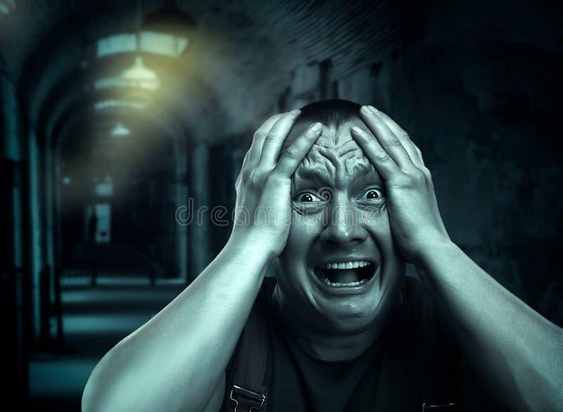 Homme effrayé photo libre de droits
