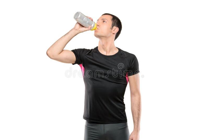 Homme en eau potable de vêtements de cycliste image stock