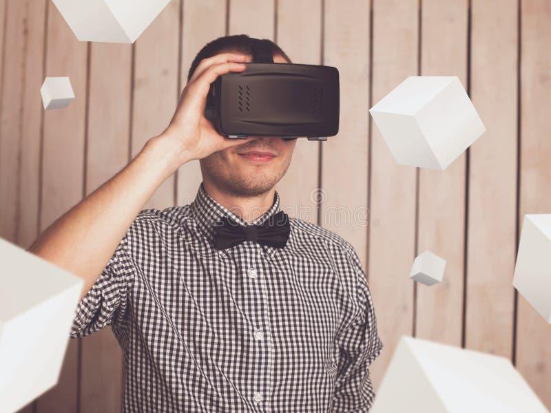 Homme en verres de VR images libres de droits