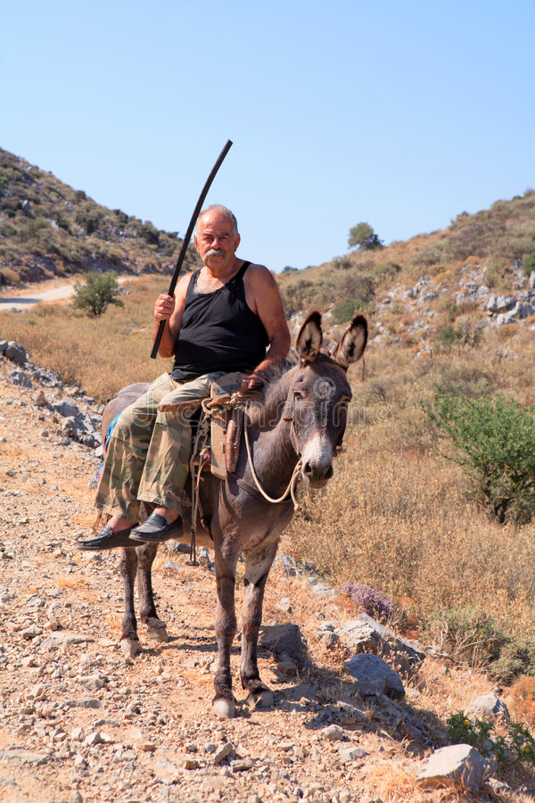Homme et âne crétois image libre de droits