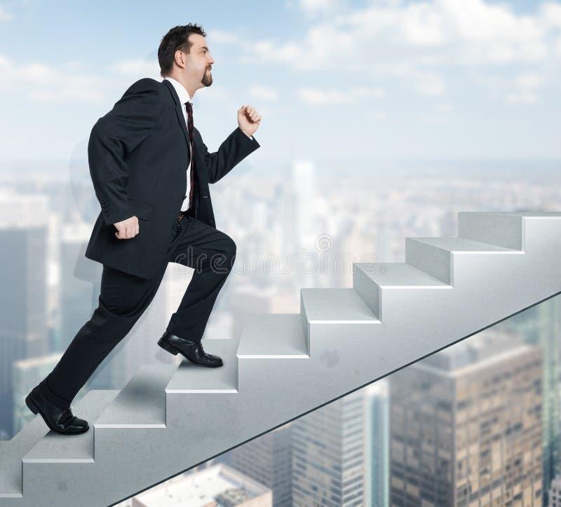 Homme et escaliers d'affaires photographie stock