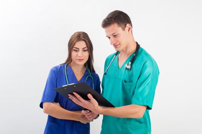 Homme et femme dans l'uniforme médical image libre de droits