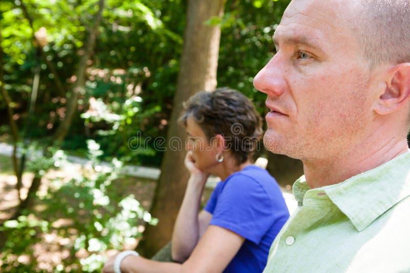 Homme et femme dehors photographie stock