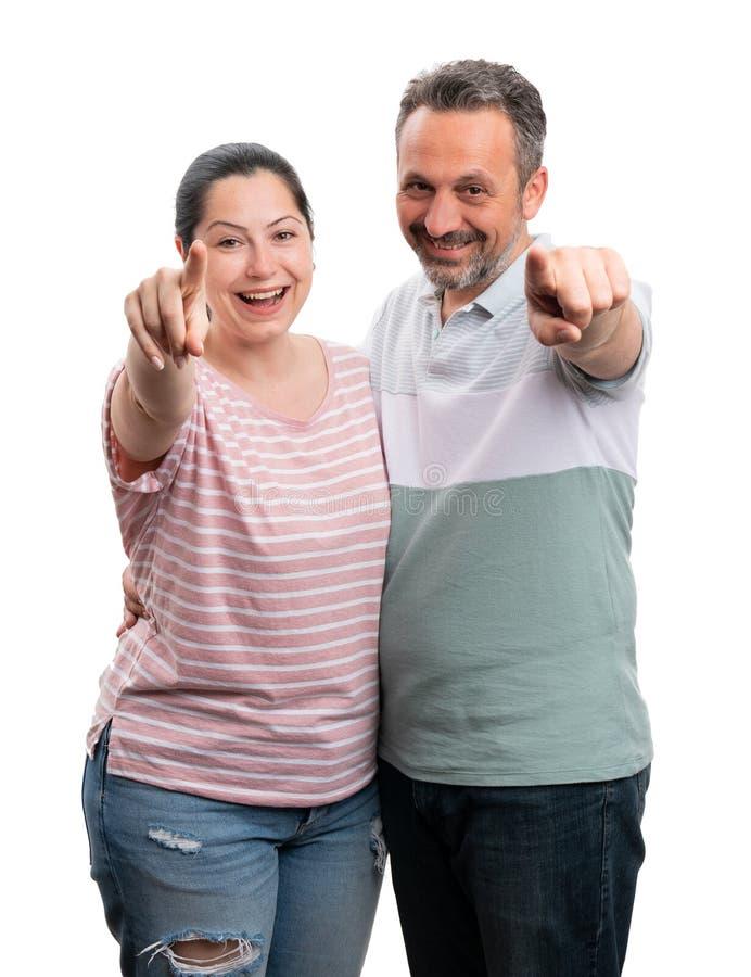 Homme et femme se dirigeant ? l'appareil-photo photos libres de droits