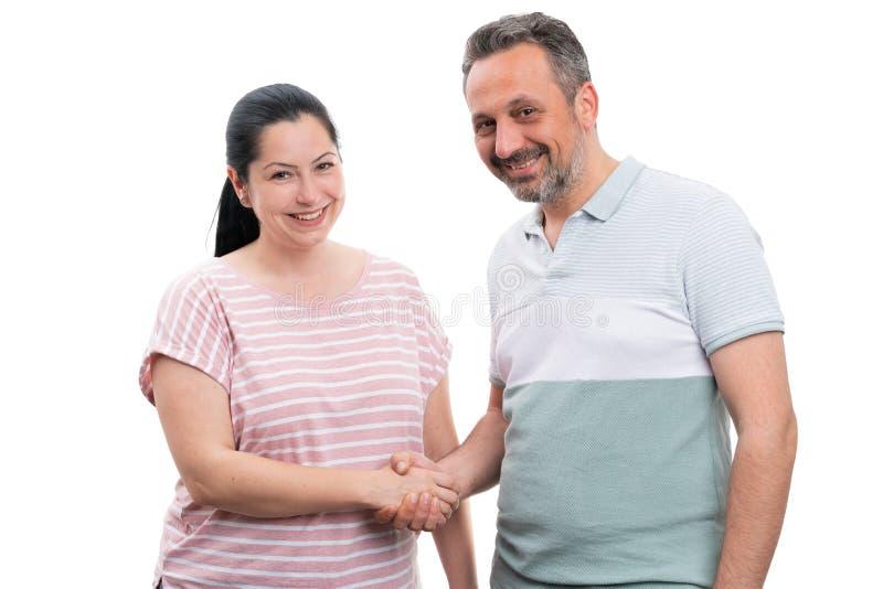 Homme et femme se serrant la main photographie stock libre de droits