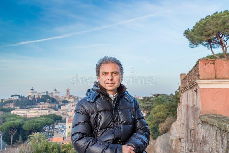 Homme et paysage urbain de Rome images libres de droits