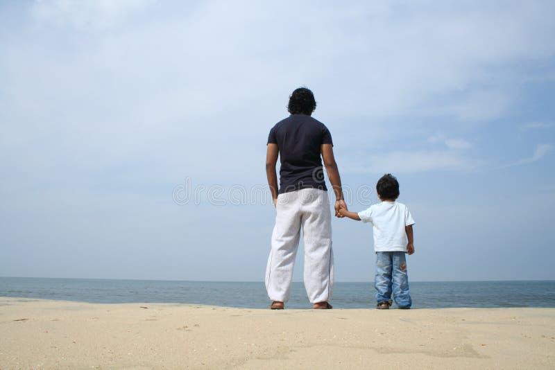 Homme et un garçon photo libre de droits