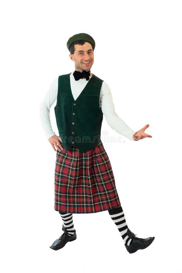 Homme expressif dans le costume écossais. photos libres de droits