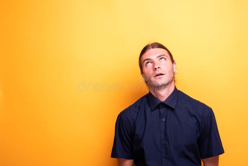 Homme expressif recherchant contemplatif photos libres de droits