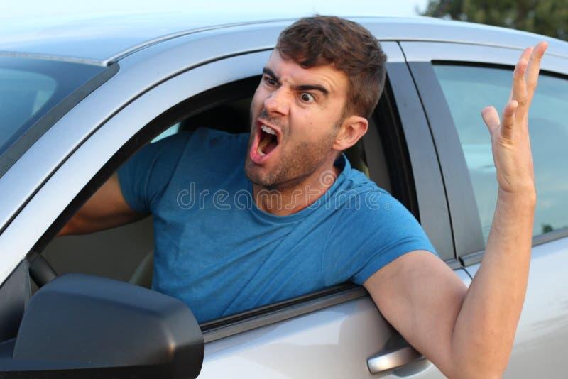 Homme f?ch? conduisant une voiture photo libre de droits