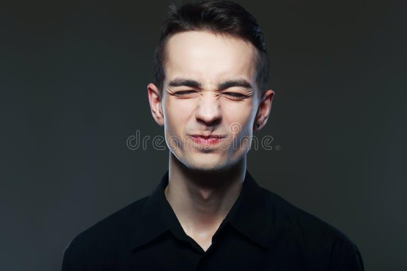 Homme faisant un visage weired photos stock