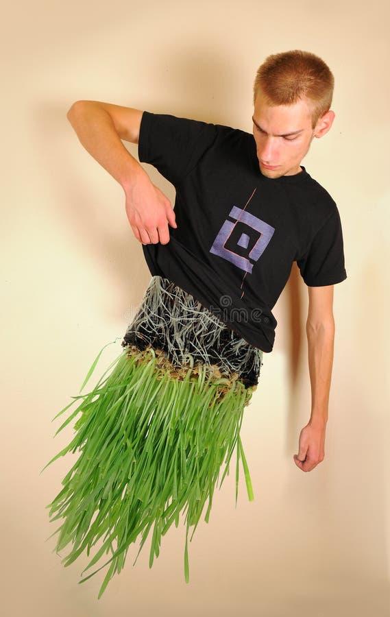 Homme fait en herbe images libres de droits