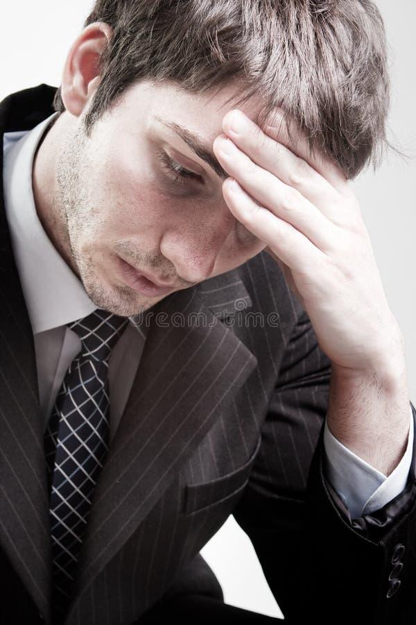 Homme fatigué triste déprimé d'affaires photographie stock