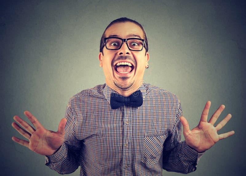 Homme fol enthousiasmé excité avec le succès photos stock