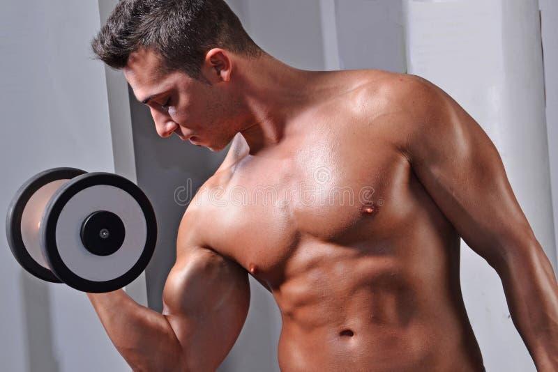 Homme fort de sport de forme physique images libres de droits