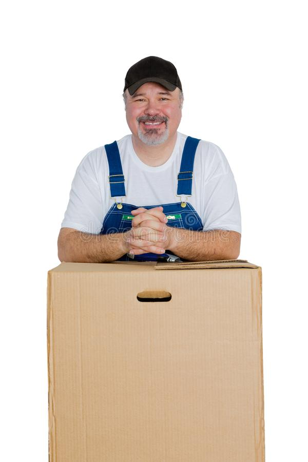 Homme gai se penchant contre la grande boîte en carton images libres de droits