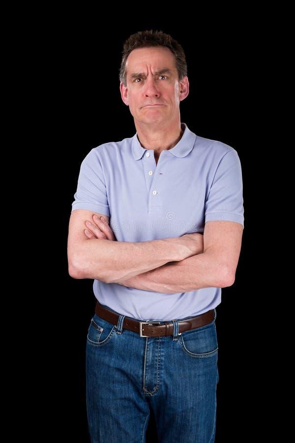 Homme grincheux de froncement de sourcils fâché de Moyen Âge avec des bras pliés photographie stock