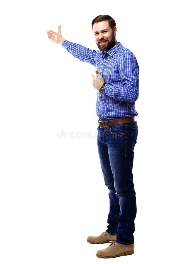 Homme heureux d'affaires présent et montrant avec l'espace de copie pour votre texte d'isolement sur le blanc photographie stock
