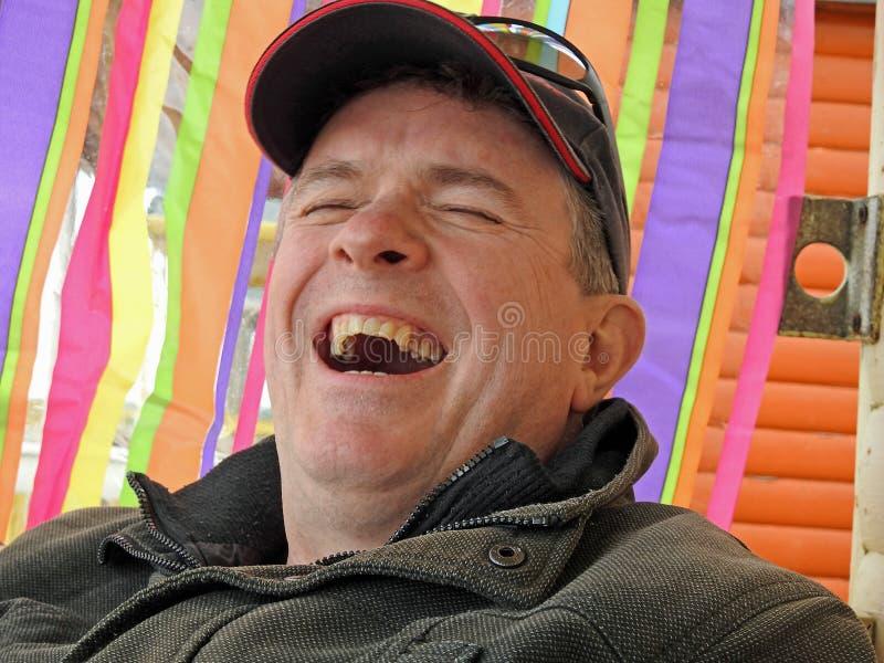 Homme heureux riant sa tête  image libre de droits